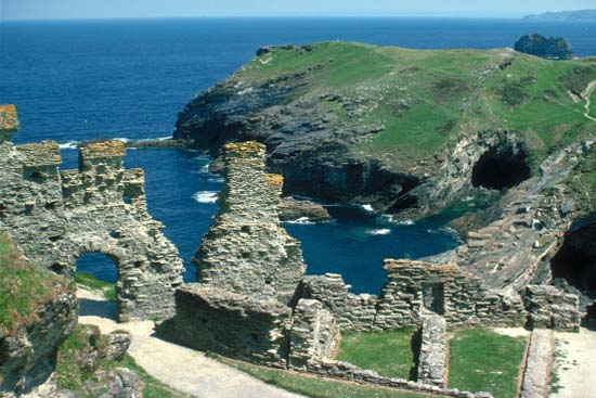 Cornish Holiday Guide Cornish Holidays Tintagel Castle